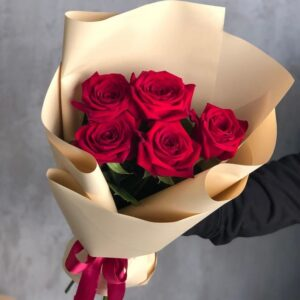 Букет из красных роз (5 шт х60см)