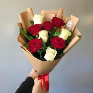 Букет из красных и белых роз (9шт х60см)