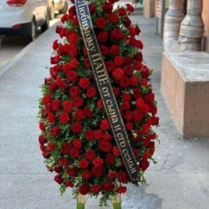 Ритуальный венок из красных роз (90 роза)