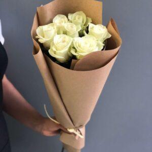 Букет  из  белых роз (7 шт х 60см)