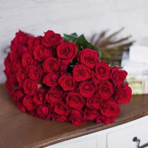 Ритуальный букет из красных роз(40 шт х60см)