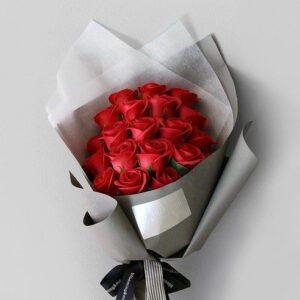 Композиция из красных роз(19шт 60 см)