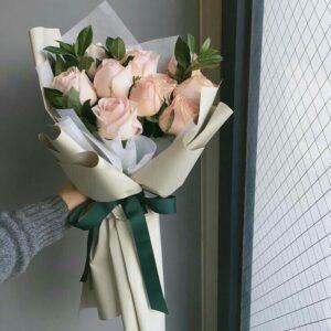 Композиция из нежно розовых роз(9шт 60 см)