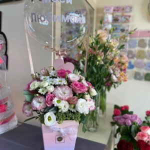Коробка с цветами и со сферой