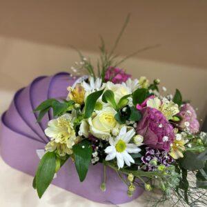 Фиолетовая коробка с цветами